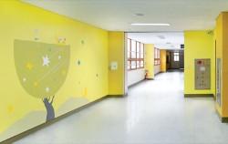 `학교환경개선 컬러컨설팅`사업이 적용된 자운고등학교 복도