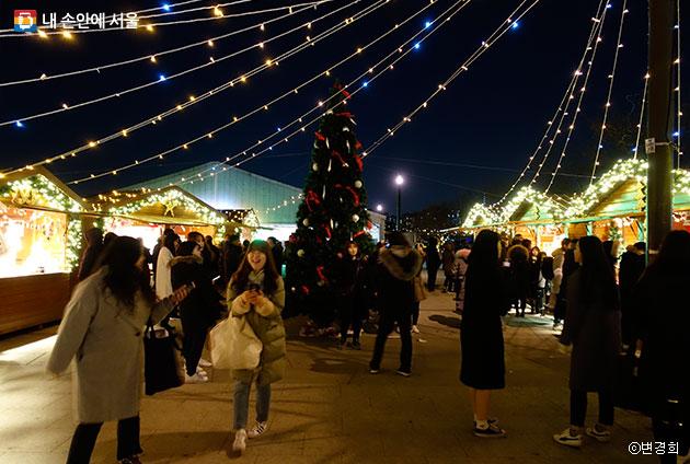 서울 크리스마스 마켓에서는 프랑스 스트라스부르 마켓 분위기를 그대로 느껴볼 수 있다.ⓒ변경희