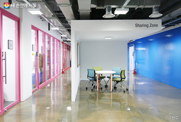 스타트업 기업들이 입주해있는 서울창업허브 4~8층 공간. 최대 입주 기간은 2년이라고 한다ⓒ구현주