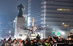 1월13일 광화문광장에서 개최된 성황봉송 축하 행사에는 `드론` 성화가 등장해 눈길을 끌었다ⓒ뉴시스