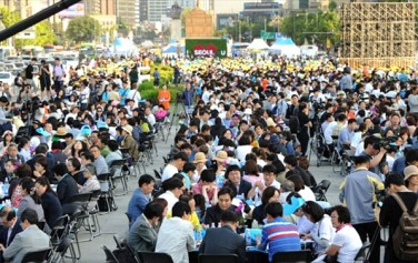2017년 5월 27일 서울시 광화문 광장에서는 3,000명의 시민이 모여 `서울시민 미세먼지 대토론회`가 열렸다. ⓒ서울시