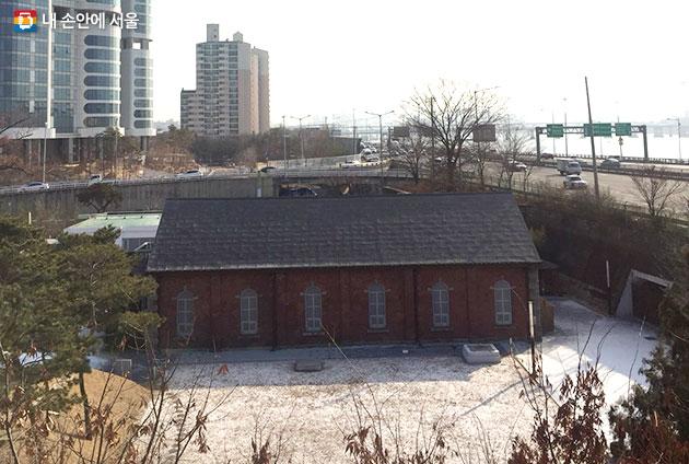 뚝섬한강공원 근처에 위치한 수도박물관 전경