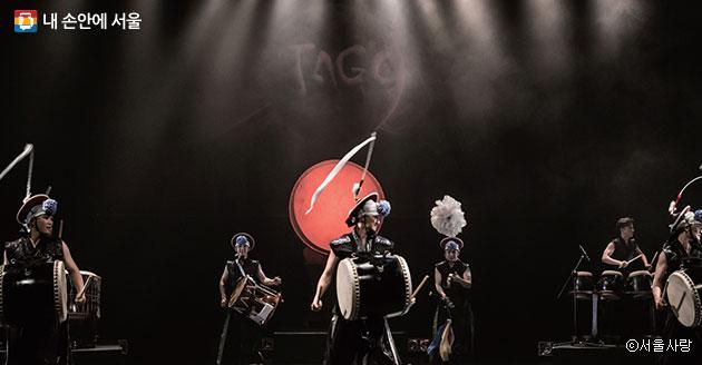 강렬한 타악 공연을 선보일 국악그룹 `타고`ⓒ서울사랑
