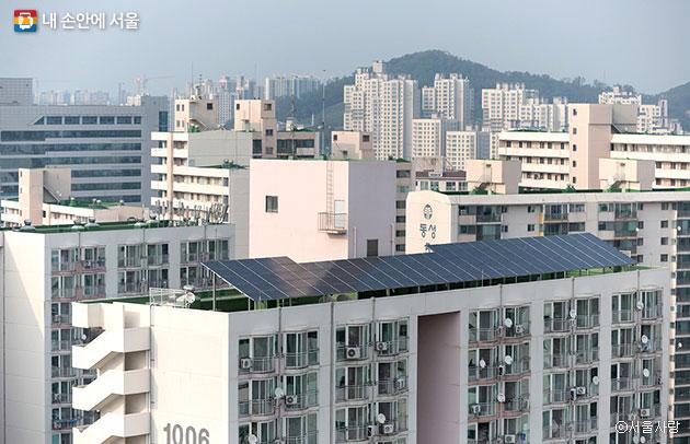 중랑구 신내10단지 아파트의 옥상형 태양광 발전기ⓒ서울사랑
