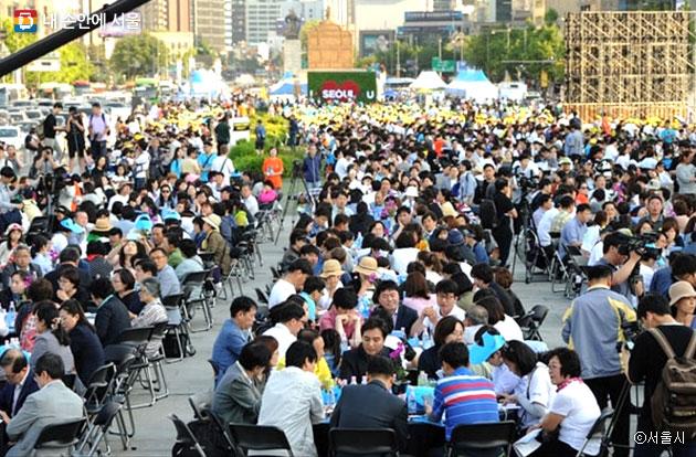 2017년 5월 27일 서울시 광화문 광장에서는 3,000명 시민이 모여 `서울시민 미세먼지 대토론회`가 열렸다 ⓒ서울시