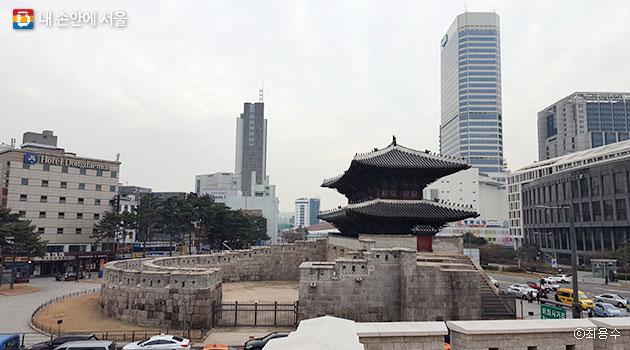 서울성곽 8개 성문 중에서 유일하게 옹성을 갖춘 `흥인지문` ⓒ최용수
