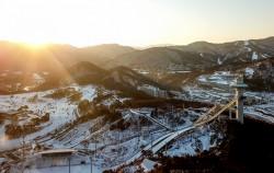 알펜시아 스키점프센터와 올림픽 슬라이딩센터. 오는 2월 9일부터 25일까지 평창동계올림픽이 열린다. ⓒnews1