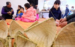 서울시는 2월 한 달 간 복조리 만들기 등 설 명절 풍습을 체험하는 `한강 생태 프로그램`을 마련했다