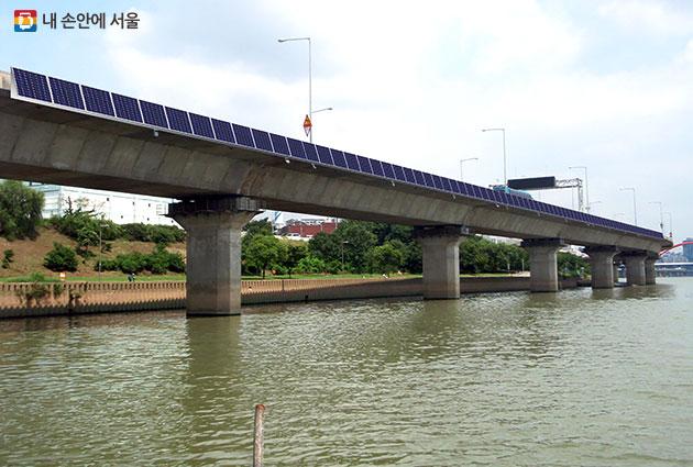 서울시가 전국최초로 설치하는 교량 위 태양광 패널, 서호교