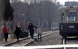 경춘선 열차가 다니던 철길이 사람이 거닐 수 있는 '경춘선 숲길공원'로 바뀌었다.