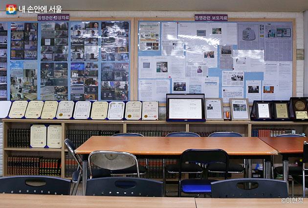동아에코빌아파트 관리실에는 동행계약서 및 상생을 위한 관련 자료들이 전시돼 있다.
