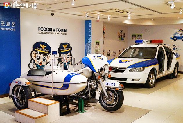 교통용 모터사이클과 탑승용 경찰차 모형