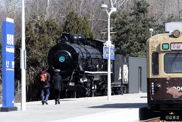 증기기관차, 노면전차, 협궤열차 등 다채로운 기차들이 전시된 화랑대 간이역