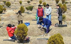 용미리 시립묘지`를 찾은 성묘객들