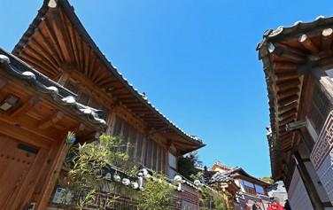 북촌한옥마을에서는 3월 매주 토요일 `북촌, 봄 맞이`라는 주제로 문화행사를 진행한다.