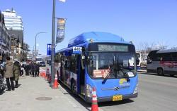 평창 올림픽프라자 버스 정류소에 서울 시내버스가 서 있다.