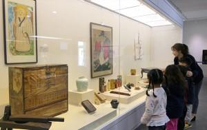 허준박물관 인삼 관련 특별전. 왼쪽에 한약방에서 사용했던 인삼 보관용 궤가 보인다.