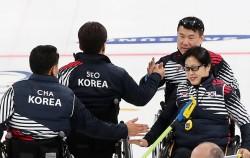 14일 강릉컬링센터에서 열린 스웨덴과의 예선 경기에서 승리한 대한민국 대표팀
