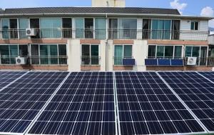 미니 태양광 발전기를 설치한 아파트 모습. 이제 '태양광지원센터'를 통해 보다 간편하게 태양광 설치가 가능