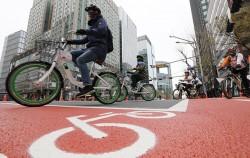 8일 종로 자전거전용차로 개통을 기념해 열린 자전거퍼레이드