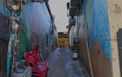 발길 닿는 대로 다양한 벽화를 만날 수 있는 문래동 예술촌의 철공소 골목길
