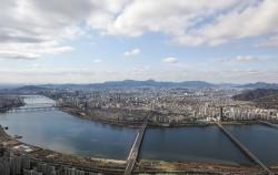 비가 갠 후 맑고 날씨를 보인 지난 4월 4일 오후 롯데월드타워에서 바라본 서울 도심