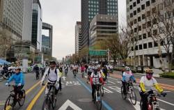 지난 8일, 종로 자전거전용차로 개통을 기념해 자전거 퍼레이드가 열렸다.