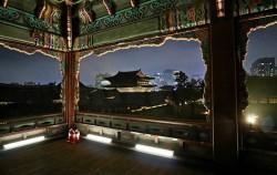 경복궁 경회루에서 바라본 궁궐과 오늘의 서울