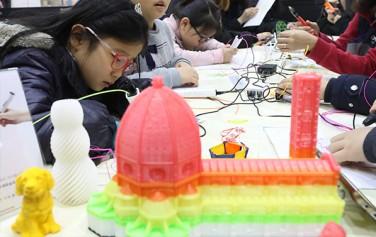 자벌레에서는 5월 19일부터 9월 23일까지 3D펜으로 만들기 등 다양한 체험 프로그램이 진행된다.