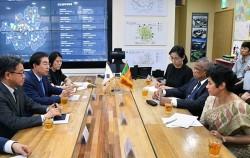 스리랑카 행정부 장관이 서울시 행정 시스템 및 교통 전략을 살펴보기 위해 시장실을 찾았다.