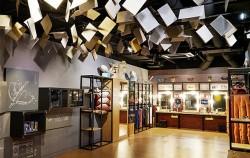 실제 공연에 사용되었던 의상을 볼 수 있는 국립극장 공연예술박물관