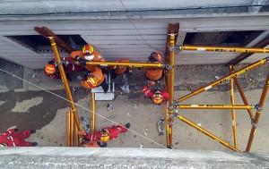 붕괴 위험 건물 안정화 작업 훈련 모습