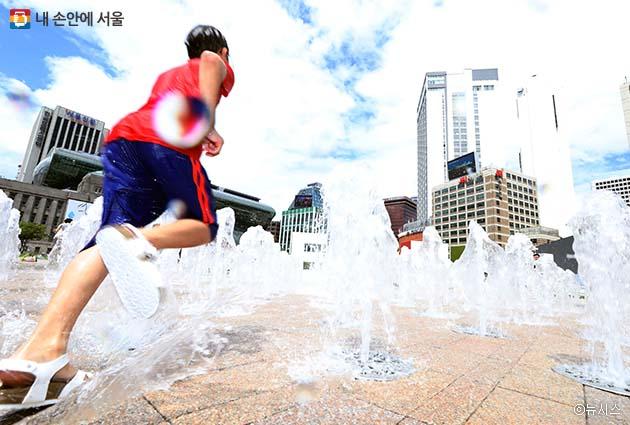 3일 오후 시청 서울광장 분수대