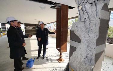 지난해 포항시에서 발생한 지진으로 필로티 건물 기둥이 붕괴된 모습