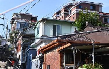 박원순 시장이 강남북 격차 해소 방안을 도출하기 위해 22일 강북구 삼양동 옥탑방으로 이사했다
