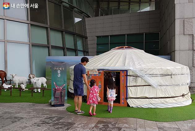 '칸의 제국 몽골' 특별전은 17일까지 열린마당에서 열린다