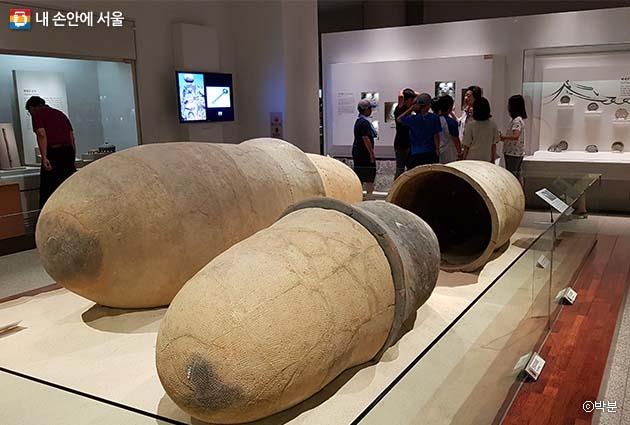 영산강 유역에서 출토된 독널. 독 2~3개를 맞붙여 만든 관(棺)