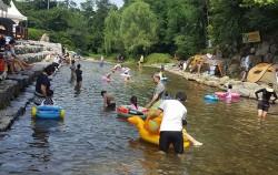 관악산 자연학습장 아래, 계곡 70m 구간에 어린이 물놀이장이 개장했다