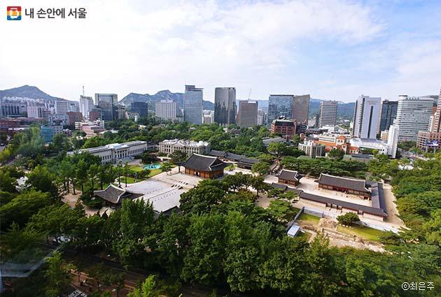 서울시청 전망대에서 내려다본 덕수궁과 정동 일대