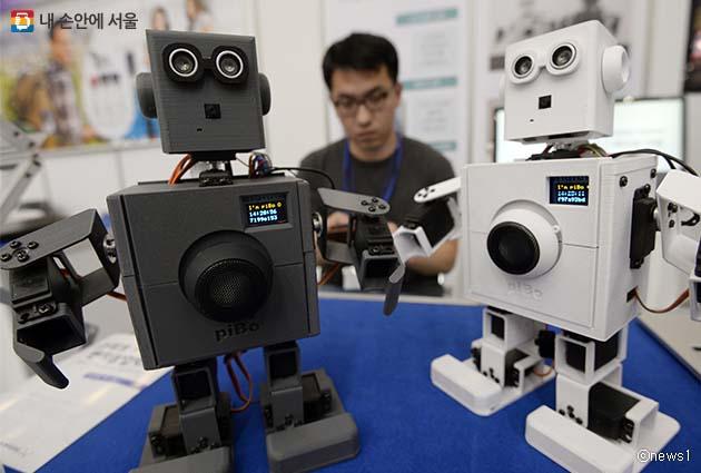 2018 로봇페스티벌에서는 개인용 지능형 로봇 파이보를 만날 수 있다.