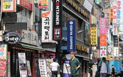 서울시는 '서울형 마이크로크레딧'을 통해 영세소상공인에 연 1.8% 저리 융자 지원한다.