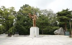 안중근의사 동상을 비롯해 남산 곳곳에는 독립운동가의 동상 및 시비 등을 만날 수 있다