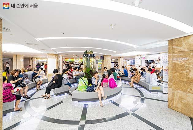강남터미널 지하쇼핑센터 '쉼터존'