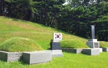 이봉창, 윤봉길, 백정기 3의사묘와 안중근 의사의 가묘(비석이 없는 묘)