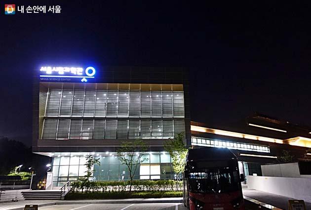 여름밤 불을 밝힌 서울시립과학관