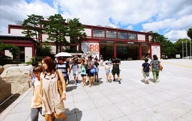 '역사도시 서울'의 강연&탐방 프로그램에 참가한 시민들