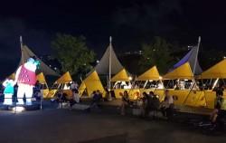 반포 낭만달빛마켓은 야경과 분수, 공연 등을 즐길 수 있는 낭만적인 밤도깨비야시장이다.
