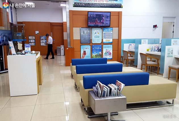 은행 무더위쉼터는 8월 말까지 운영된다
