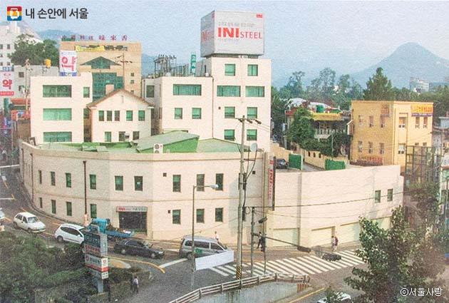 유한양행이 30년간 본사로 사용하다가 신대방동으로 이전한 후 강원산업의 사옥, 현대제철 서울영업소로 활용했다.
