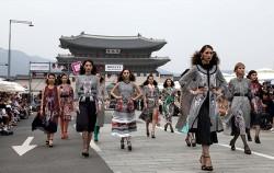 6월 세종대로에 열린 '서울 365-차없는 거리 패션쇼'